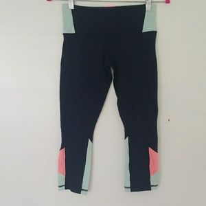 LULULEMON navy color block crops